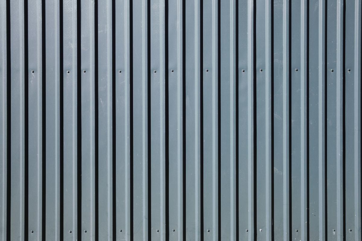Construction Hoarding: Timber Hoarding vs. Temporary Fencing | TTFS